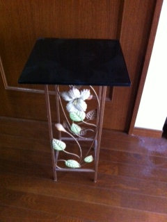 table 004.JPG